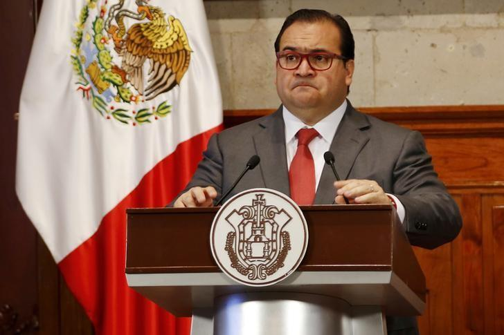 FILE PHOTO: Javier Duarte, Governor of the state of Veracruz, attends a news conference in Xalapa, Mexico, August 10, 2015. REUTERS/Stringer/File Photo