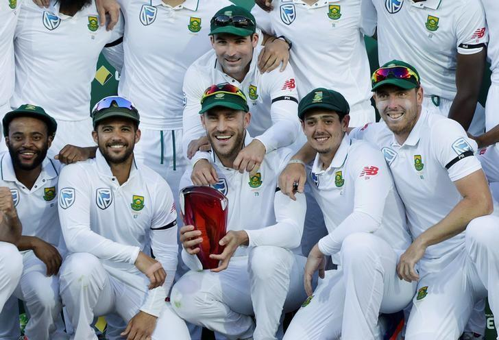 Cricket - Australia v South Africa - Third Test cricket match - Adelaide Oval, Adelaide, Australia - 27/11/16.  South Africa's captain Faf du Plessis (C) holds the Test series trophy against Australia with team mates at the end of the Third Test cricket match in Adelaide.    REUTERS/Jason Reed