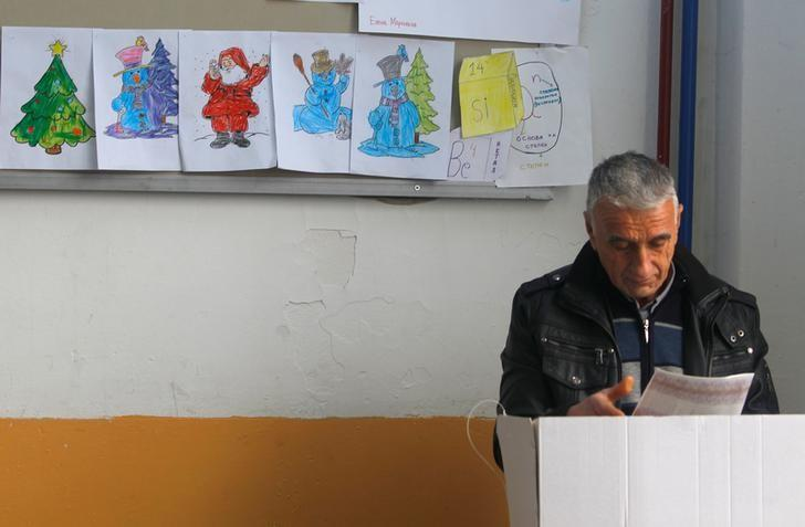 A man votes at a polling station during a re-run of the December 11 election in Tearce village, Macedonia, December 25, 2016.  REUTERS/Ognen Teofilovski/Files