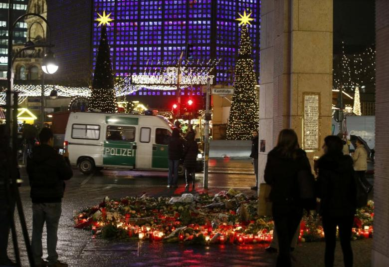 Flowers and candles are placed near the Christmas market at Breitscheid square in Berlin, Germany, December 22, 2016, following an attack by a truck which ploughed through a crowd at the market on Monday night.      REUTERS/Fabrizio Bensch