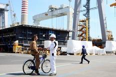 L'italien Fincantieri a déposé la seule offre pour les chantiers navals STX de Saint-Nazaire (Loire-Atlantique) auprès d'un tribunal de Corée du Sud. /Photo d'archives/REUTERS/Alessandro Bianchi
