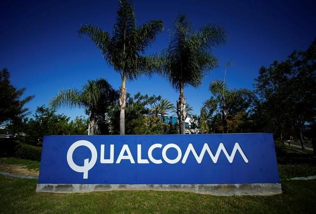 A Qualcomm sign is pictured in front of one of its many buildings in San Diego, California November 5, 2014.  REUTERS/Mike Blake/File Photo