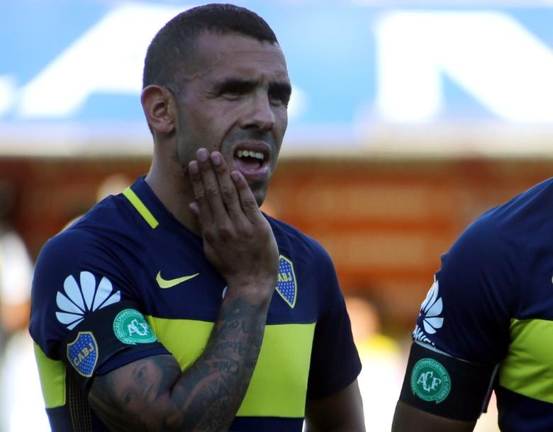Boca Juniors' player Carlos Tevez gestures as he wears an arm band with the shield of Brazilian soccer team Chapecoense before the Argentine First Division soccer match against Racing Club to pay tribute to the victims of the plane crash in Colombia at La Bombonera stadium in Buenos Aires, Argentina, December 4, 2016. REUTERS/Marcos Brindicci