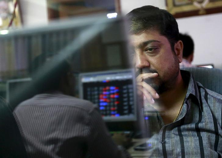 A broker reacts while trading at his computer terminal at a stock brokerage firm in Mumbai, India, August 24, 2015. REUTERS/Danish Siddiqui/File Photo
