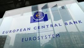 Le siège social de la Banque centrale européenne (BCE) à Francfort. Les prêts bancaires accordés aux entreprises de la zone euro ont bénéficié en novembre de leur plus forte croissance en rythme annuel depuis la fin de la crise financière mondiale, montrent jeudi les statistiques mensuelles de la BCE. /Photo prise le 8 décembre 2016/REUTERS/Ralph Orlowski