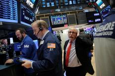 Traders work on the floor at the New York Stock Exchange (NYSE) in Manhattan, New York City, U.S. December 29, 2016. REUTERS/Andrew Kelly - RTX2WUQE