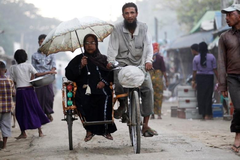 People ride a tricycle at a internally displaced persons camp for Rohingya people outside Sittwe in the state of Rakhine, Myanmar November 15, 2016. REUTERS/Soe Zeya Tun
