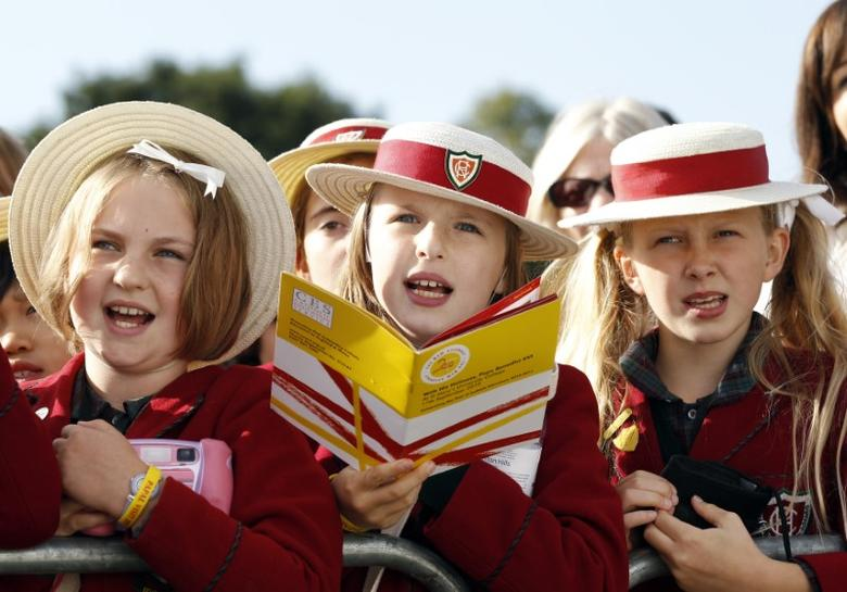 Children wait for Pope Benedict XVI at St Mary's University College Chapel in Twickenham in west London September 17, 2010. REUTERS/Max Rossi