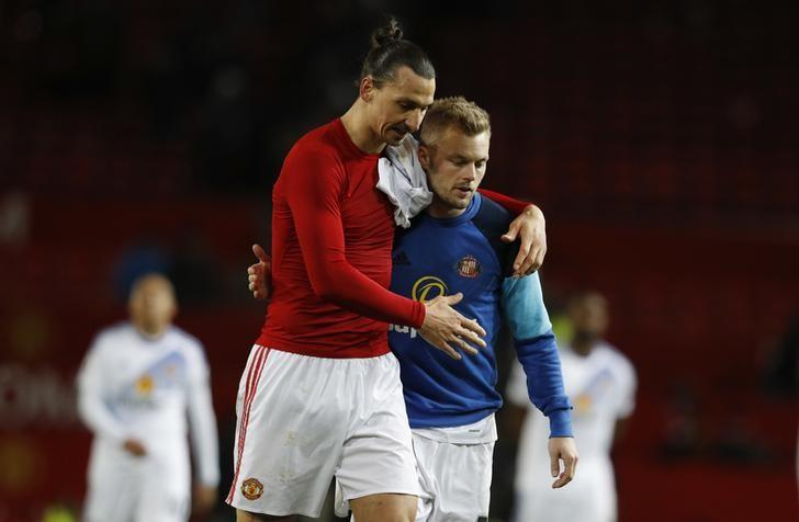 Britain Soccer Football - Manchester United v Sunderland - Premier League - Old Trafford - 26/12/16 Manchester United's Zlatan Ibrahimovic and Sunderland's Sebastian Larsson after the game Reuters / Phil Noble Livepic