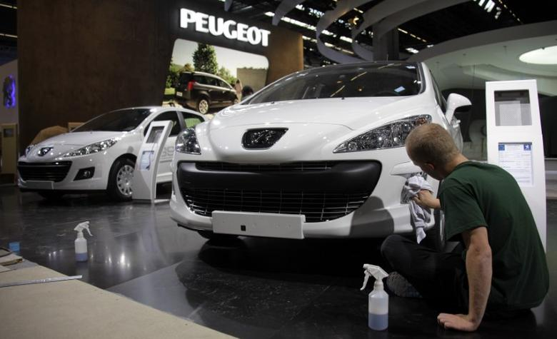 Workers for French car manufacturer Peugeot polish cars during preparation works for the international car show ''IAA'' in Frankfurt September 12, 2009. The world's biggest car show will open September 15.   REUTERS/Kai Pfaffenbach
