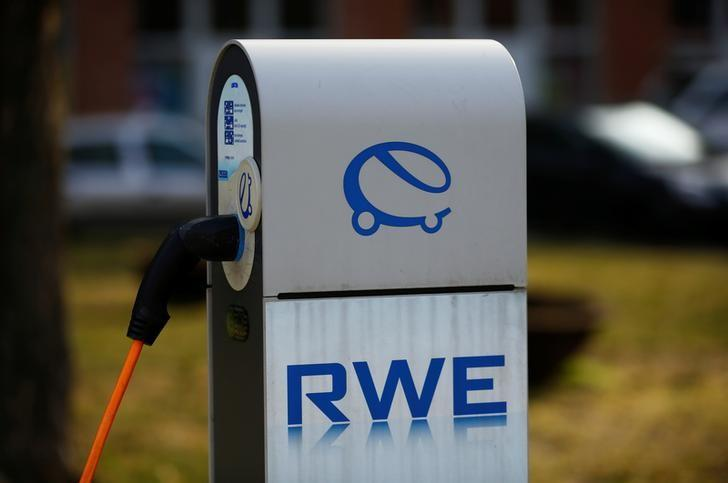 A fuel station for e-cars of German power supplier RWE, one of Europe's biggest electricity and gas companies is pictured in Berlin, March 14, 2016.  REUTERS/Wolfgang Rattay
