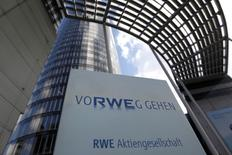RWE pourra verser en une fois, d'ici mi-2017, les 6,8 milliards d'euros réclamés par le gouvernement pour financer le stockage des déchets nucléaires. /Photo d'archives/REUTERS/ Ina Fassbender