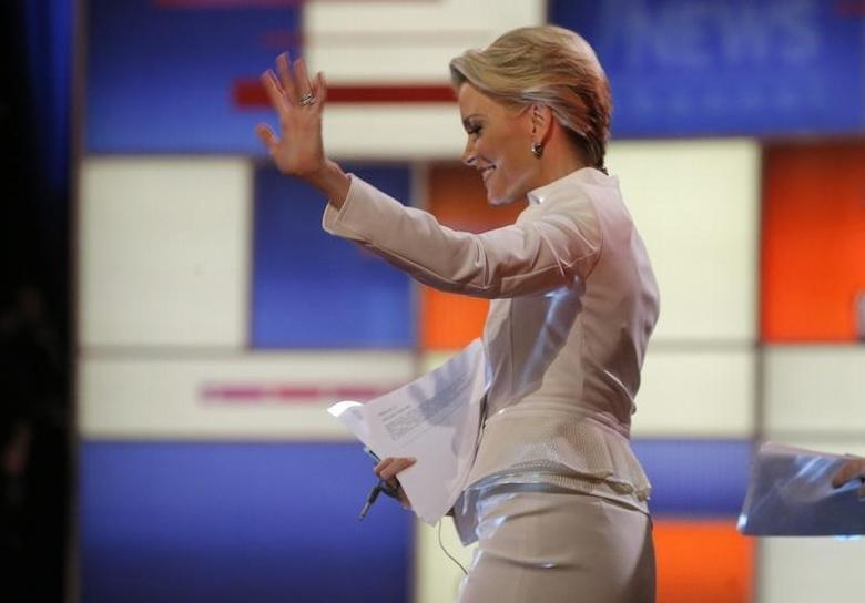 Fox News Channel anchor and debate moderator Megyn Kelly waves to the crowd as she arrives at the U.S. Republican presidential candidates debate in Detroit, Michigan, March 3, 2016. REUTERS/Jim Young