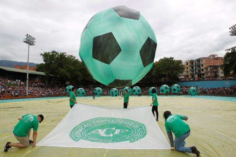 Soccer balls in homage to the Chapecoense team of Brazil are seen during the 16th Solar Balloon Festival in Envigado, Colombia, December 31, 2016. REUTERS/Fredy Builes