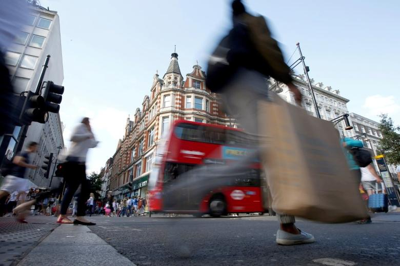Shoppers cross the road in Oxford Street, in London, Britain August 14, 2016.  REUTERS/Peter Nicholls/File Photo