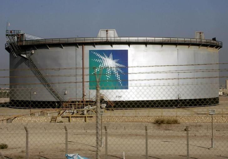 An oil tank is seen at the Saudi Aramco headquarters during a media tour at Damam city November 11, 2007. REUTERS/ Ali Jarekji/Files