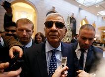 El ministro de Petróleo de Irak, Jabar Ali al-Luaibi, arriba al hotel antes de un encuentro con pares de la OPEP en Viena, Austria, November 28, 2016. Irak empezó a implementar medidas para reducir su producción de crudo y ajustarse así a lo acordado por la OPEP, dijo el jueves su ministro de Petróleo. REUTERS/Heinz-Peter Bader