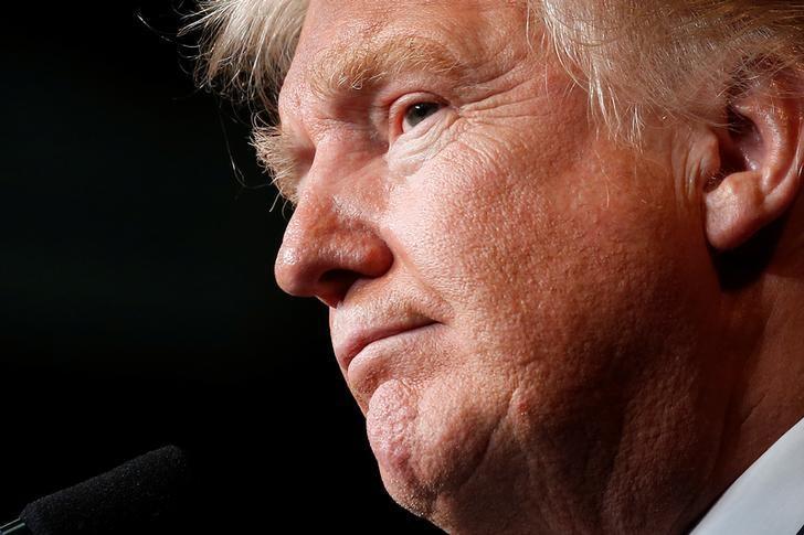 Republican presidential nominee Donald Trump holds a campaign event in Eau Claire, Wisconsin U.S. November 1,  2016.   REUTERS/Carlo Allegri/Files