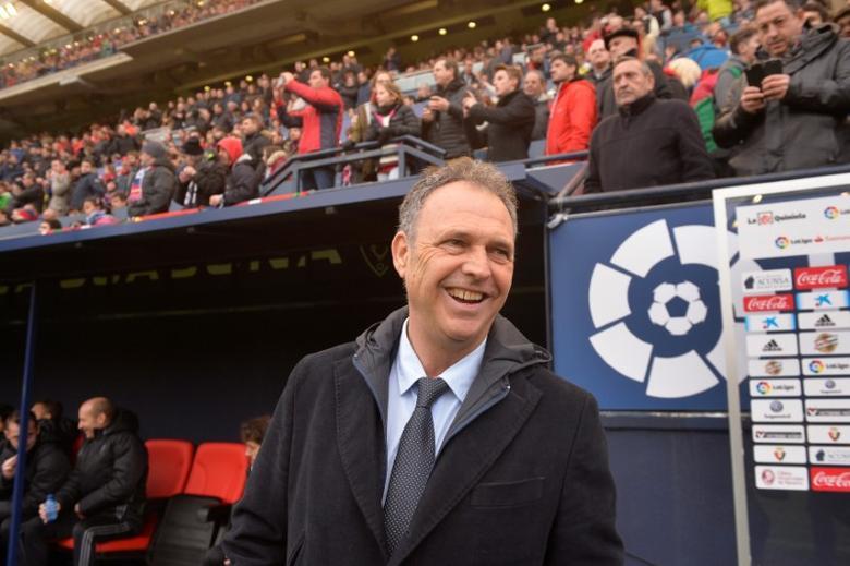 Osasuna coach Joaquin Caparros reacts. REUTERS/Vincent West