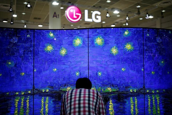 A man examines LG Electronics' double-faced and curved OLED TV during Korea Electronics Show 2016 in Seoul, South Korea, October 27, 2016. REUTERS/Kim Hong-Ji/File Photo