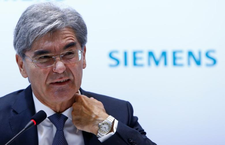 Siemens CEO Joe Kaeser reacts during the annual news conference in Munich, Germany November 10, 2016. REUTERS/Michaela Rehle