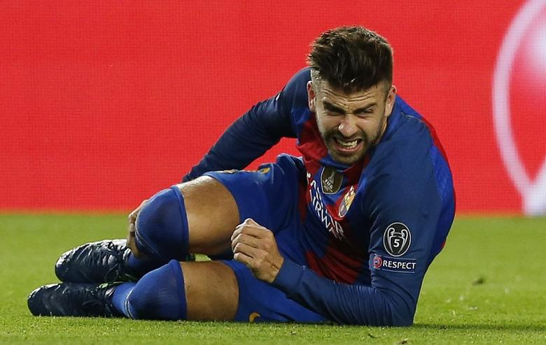 Football Soccer - FC Barcelona v Manchester City - UEFA Champions League Group Stage - Group C - The Nou Camp, Barcelona, Spain - 19/10/16Barcelona's Gerard Pique sustains an injuryReuters / Albert GeaLivepic/Files