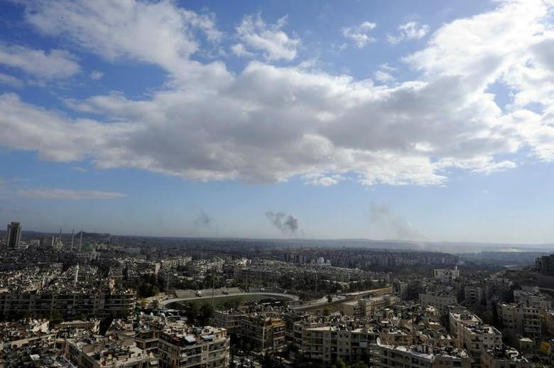 A general view shows rising smoke after strikes on Aleppo city, Syria December 3, 2016. REUTERS/Omar Sanadiki - RTSUFYE