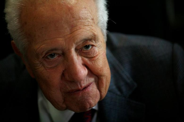 FILE PHOTO: Portugal's former President and Prime Minister Mario Soares is seen during an interview with Reuters in Lisbon June 14, 2012.  REUTERS/Rafael Marchante/File Photo