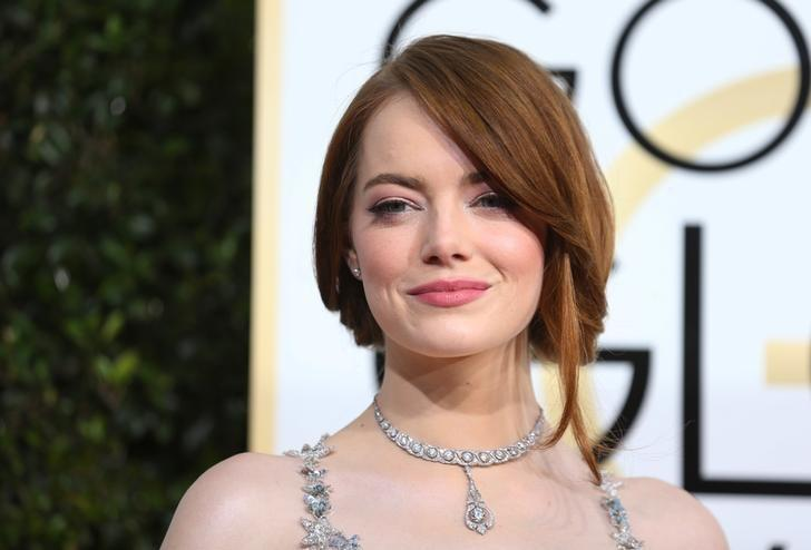 Actress Emma Stone arrives at the 74th Annual Golden Globe Awards in Beverly Hills, California, U.S., January 8, 2017.  REUTERS/Mike Blake