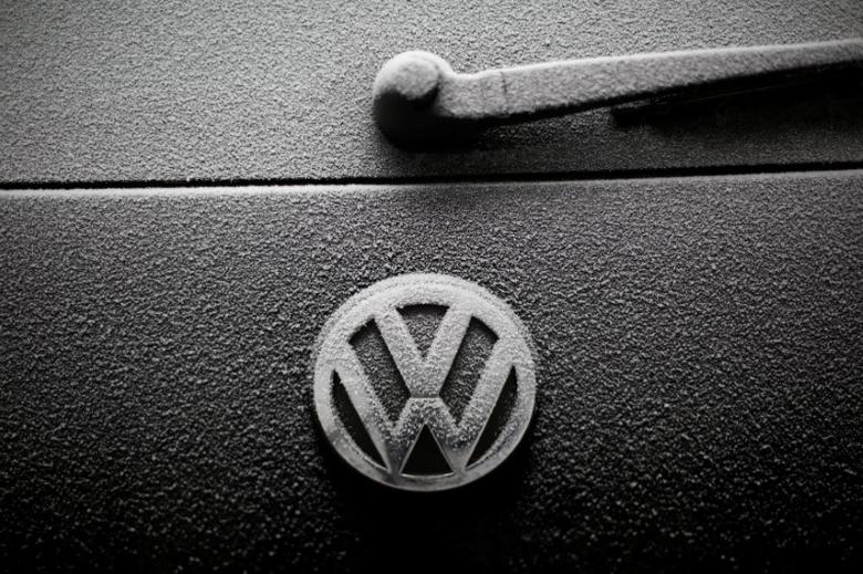 Snowflakes are seen on the badge of a Volkswagen car in Warsaw, Poland December 17, 2016. REUTERS/Kacper Pempel