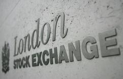 A part Londres, les Bourses européennes s'inscrivent en légère baisse mardi matin. Vers 08h45 GMT, le CAC 40 perd 0,13%, le Dax cède 0,01% mais le FTSE gagne 0,16%, avec à la clé un nouveau record à 7.261 points. /Photo d'archives/REUTERS/Toby Melville