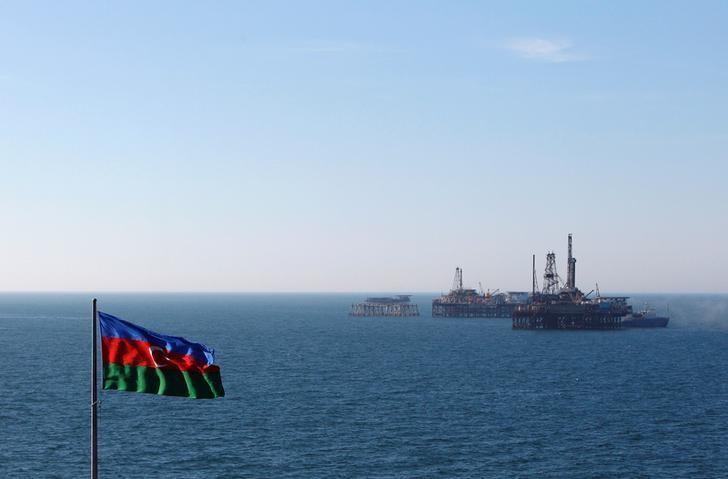 An Azerbaijan state flag flutters in the wind on an oil platform in the Caspian Sea east of Baku, January 22, 2013. Picture taken January 22, 2013. REUTERS/David Mdzinarishvili/File Photo
