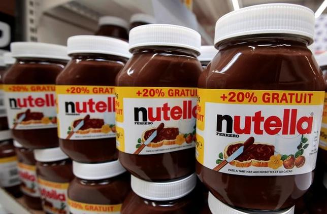 FILE PHOTO: Jars of Nutella chocolate-hazelnut paste are displayed at a Carrefour hypermarket in Nice, France, April 6, 2016. REUTERS/Eric Gaillard/File Photo