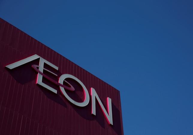 1月11日、イオンは2016年3―11月期の連結営業利益が前年同期比5.6%増の853億円になったと発表した。千葉市のショッピングモールで2016年11月撮影(2017年 ロイター/Kim Kyung-Hoon/File Photo)