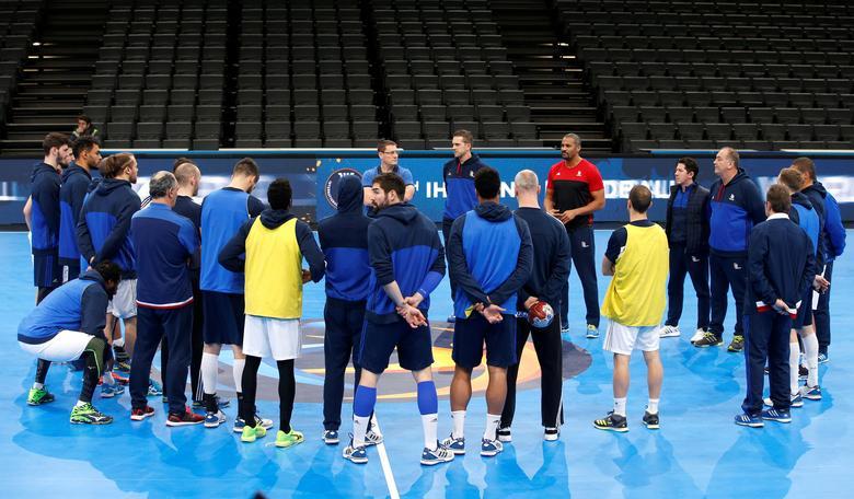 Men's World Championship Handball - France training session -  Bercy stadium in Paris, France 10/01/2017 - France's Nikola Karabatic and France's coach Didier Dinart during a training session. REUTERS/Charles Platiau