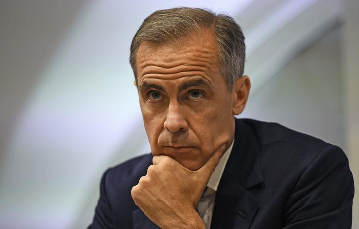 Bank of England governor Mark Carney pauses as he speaks during a news conference at the Bank of England in London, Britain July 5, 2016. REUTERS/Dylan Martinez/Files