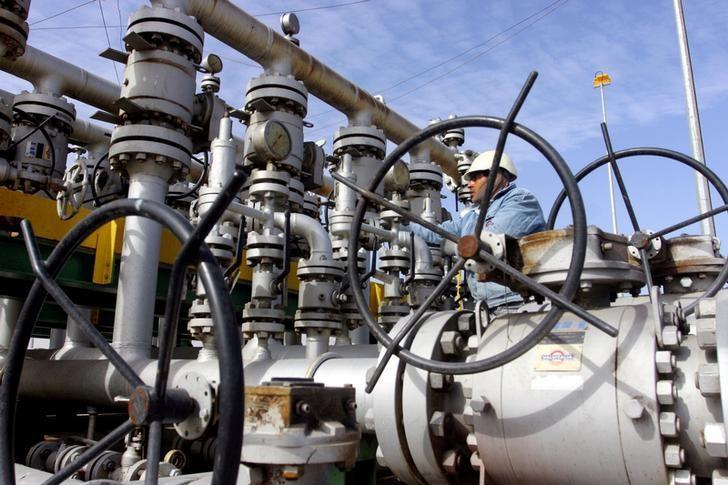 A worker checks the valves at Al-Sheiba oil refinery in the city of Basra, Iraq, January 26, 2016.   REUTERS/Essam Al-Sudani/File Photo