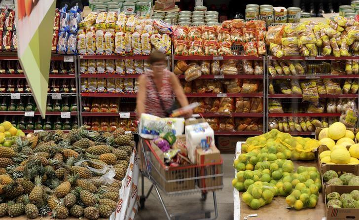 A consumer shops at a supermarket in Sao Paulo, Brazil January 11, 2017. REUTERS/Paulo Whitaker