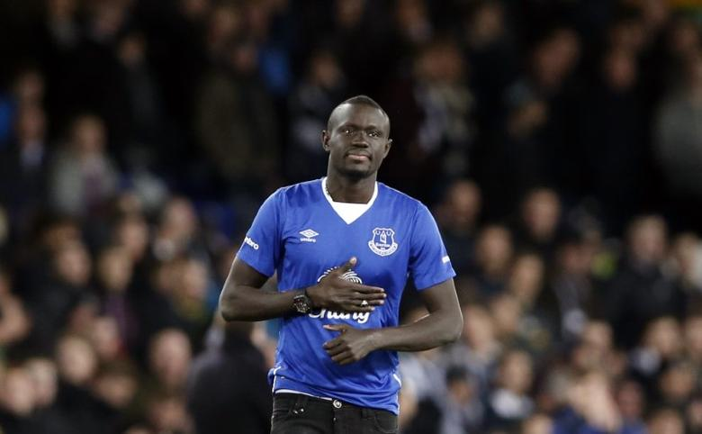 Everton's new signing Oumar Niasse is presented to the fans before the game Action Images via Reuters / Carl Recine