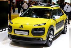 Une étude européenne réalisée par le Joint Research Center, laboratoire rattaché à la Commission européenne, met en cause l'efficacité du système de dépollution de la Citroën C4 Cactus diesel du groupe PSA. /Photo d'archives/REUTERS/Arnd Wiegmann