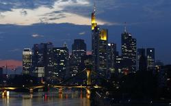 A Francfort. Le moral des investisseurs allemands s'est légèrement amélioré en janvier. L'indice Zew s'est établi à 16,6 points, contre 13,8 points en décembre. /Photo d'archives/REUTERS/Kai Pfaffenbach