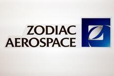 Safran et Zodiac Aerospace ont annoncé jeudi être entrés en négociations exclusives en vue du rachat de Zodiac par Safran via une OPA de 8,55 milliards d'euros, six ans après une tentative avortée. L'OPA serait suivie d'une fusion sur la base de 0,485 action Safran après détachement d'un dividende exceptionnel pour 1 action Zodiac Aerospace. /Photo d'archives/REUTERS/Benoit Tessier