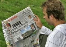 L'homme d'affaires néerlandais John de Mol a annoncé lundi qu'il lancerait une offre d'achat de 5,90 euros par action sur Telegraaf Media Group (TMG), propriétaire du premier quotidien néerlandais, soit au total de 273 millions d'euros. /Photo d'archives/REUTERS/Marco de Swart