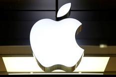 La Commission américaine du commerce international (ITC) a annoncé mardi l'ouverture d'une enquête après le dépôt d'une plainte de Nokia Technologies qui accuse Apple de violer ses brevets dans les smartphones, tablettes et autres produits électroniques importés aux Etats-Unis. /Photo d'archives/REUTERS/Arnd Wiegmann