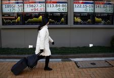 L'indice Nikkei a progressé de 344,89 points (+1.81%). /Photo prise le 23 janvier 2017/REUTERS/Kim Kyung-Hoon
