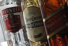 Напитки производства  Diageo. Крупнейший в мире производитель спиртных напитков Diageo отчитался в четверг о большем, чем ожидалось, росте продаж благодаря улучшению результатов подразделений в США, которое вселило уверенность в деятельность компании в будущем.  REUTERS/Edgard Garrido