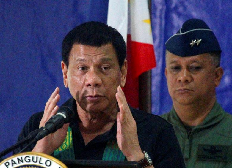 Philippine President Rodrigo Duterte speaks before soldiers during a visit at a military camp in Awang, Maguindanao in southern Philippines January 27, 2017. REUTERS/Marconi Navales