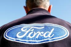 Les bénéfices 2017 de Ford seront amputés à hauteur d'au moins 600 millions de dollars (560 millions d'euros) par l'impact sur la livre sterling du vote britannique en faveur de la sortie du Royaume-Uni de l'Union européenne. /Photo prise le 4 janvier 2017/REUTERS/Carlos Jasso
