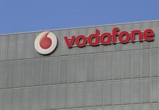 Штаб-квартира  Vodafone в Милане.  Британский мобильный оператор Vodafone Group подтвердил в понедельник, что ведёт переговоры о слиянии индийской дочерней компании с местным конкурентом Idea Cellular для создания нового лидера на рынке, более приспособленного для конкуренции в условиях жёсткой ценовой войны.  REUTERS/Stefano Rellandini