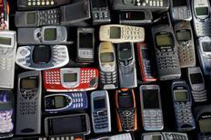 Nokia a annoncé jeudi un bénéfice d'exploitation du quatrième trimestre supérieur aux attentes, soutenu par des réductions de coûts et le rachat d'Alcatel-Lucent, dans un marché difficile. /Photo d'archives/REUTERS/Kacper Pempel
